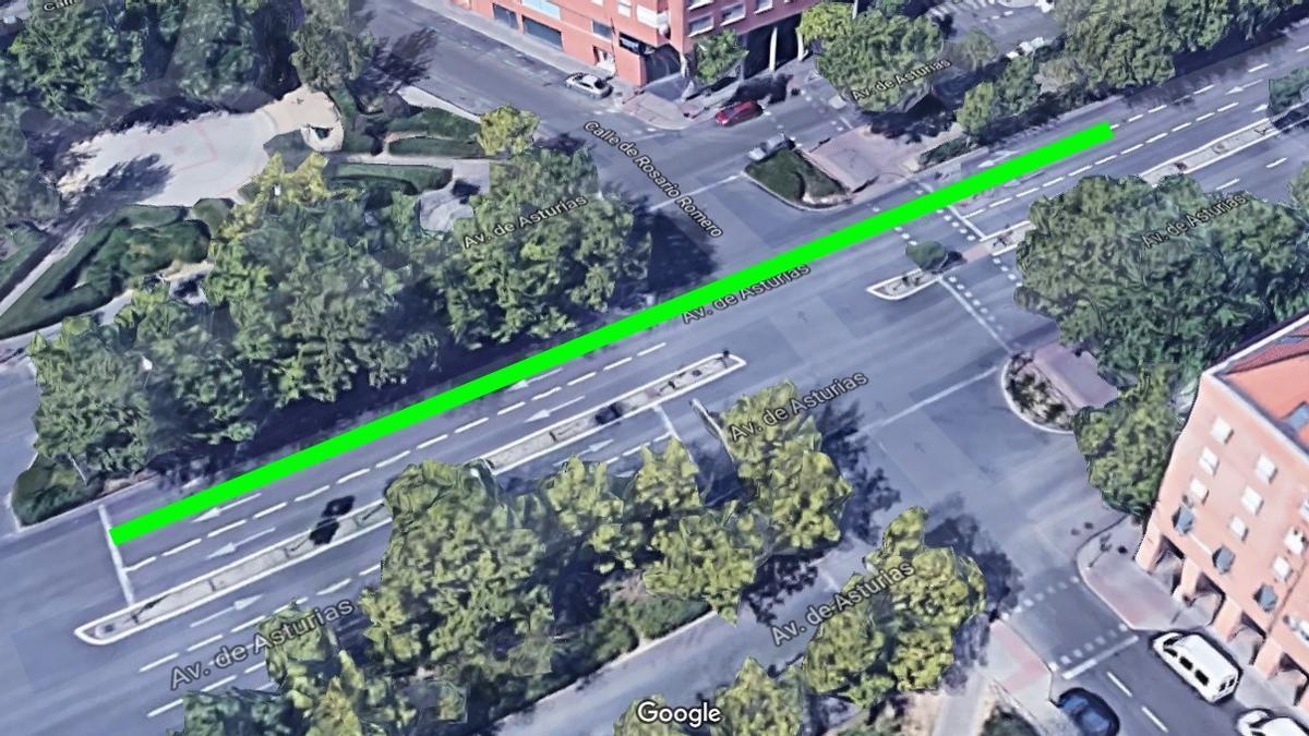 Posible ubicación del carril avanzamoto que el Ayuntamiento pintará en la Avenida de Asturias