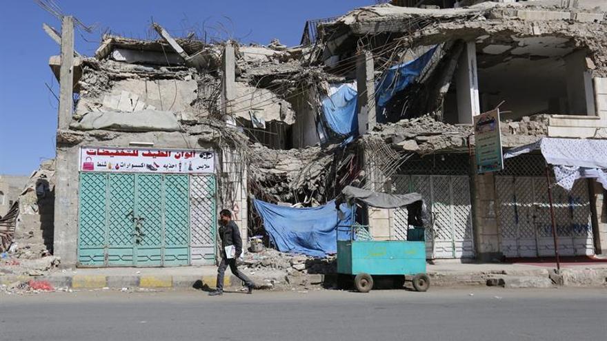Fuerzas gubernamentales irrumpen en una base estratégica de los rebeldes en Yemen