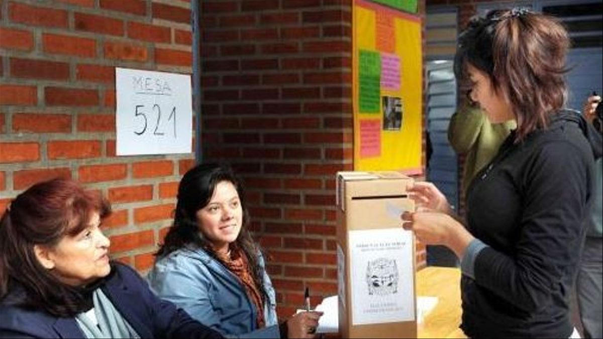 La Ley 26.774, aprobada en el año 2012, permite que los jóvenes puedan votar desde los 16 años.