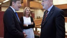 La fiscal superior del País Vasco, Carmen Adán, con Juan Luis Ibarra y Jesús Loza
