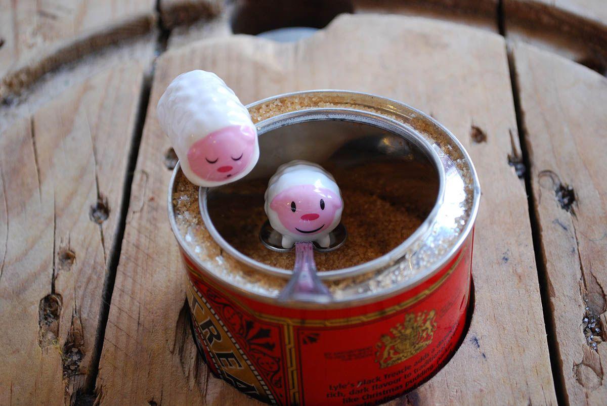 Humbert y Humbert saliendo del azúcar moreno_Malasaña a mordiscos_Mur café