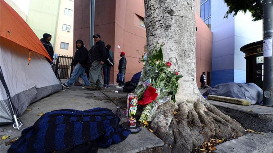 El mendigo tiroteado en Los Ángeles intentó hacerse con el arma de un agente