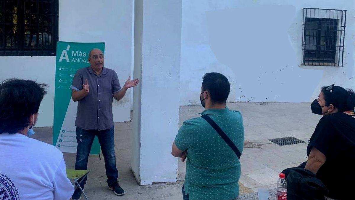El portavoz Ángel Ramírez interviniendo en la Asamblea de Más País Córdoba.