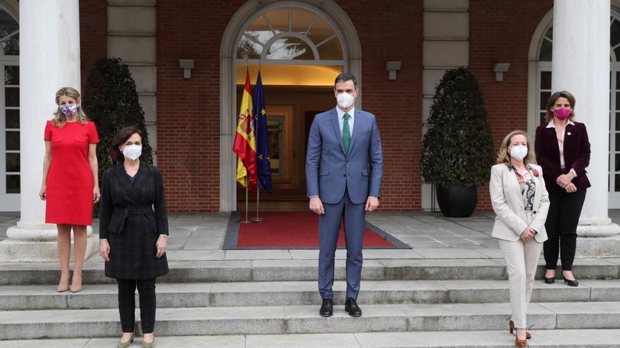 Sánchez remarca que su Gobierno es feminista y tiene más mujeres que hombres
