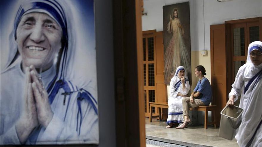 """El Papa aprueba la canonización de Teresa de Calcuta, según el diario """"Avvenire"""""""