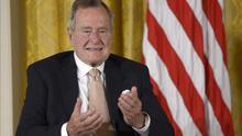 George H. W. Bush es dado de alta tras fracturarse una vértebra