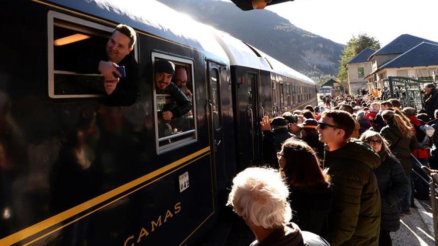 La estación de Canfranc se viste de película para recibir al Orient Express