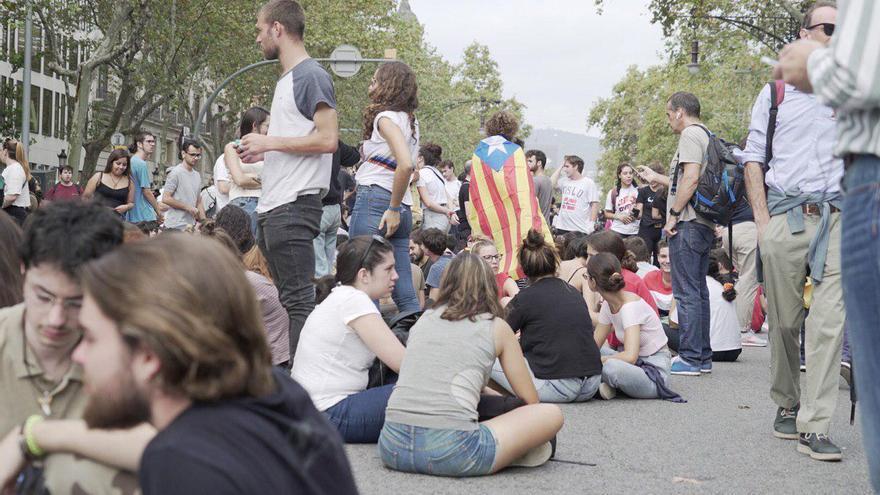 Estudiantes cortan la calle en Barcelona