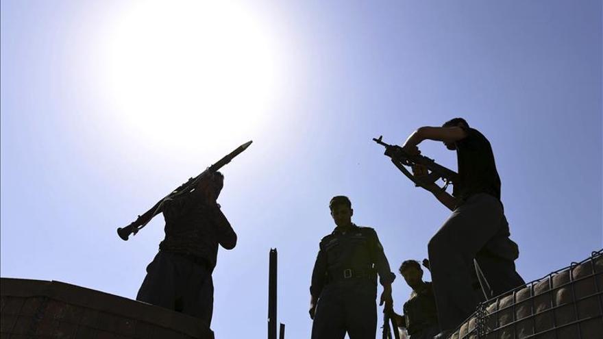Al menos cien muertos y 124 heridos en combates con el EI en Afganistán