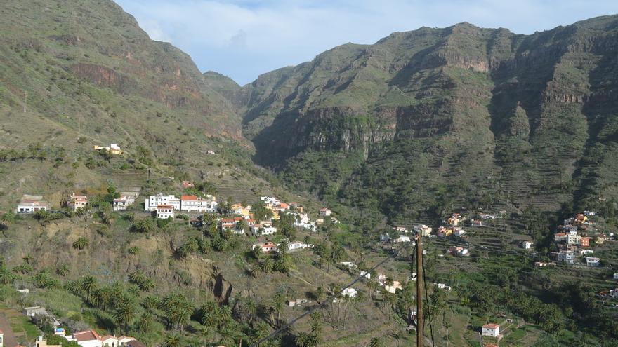 Paisaje con bancales en una cuenca hidrográfica de La Gomera