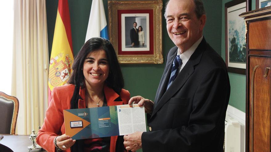 Ángel Tristán Pimienta presenta a la presidenta del Parlamento de Canarias la Memoria de Actividades 2014 del Consejo Social de la ULPGC