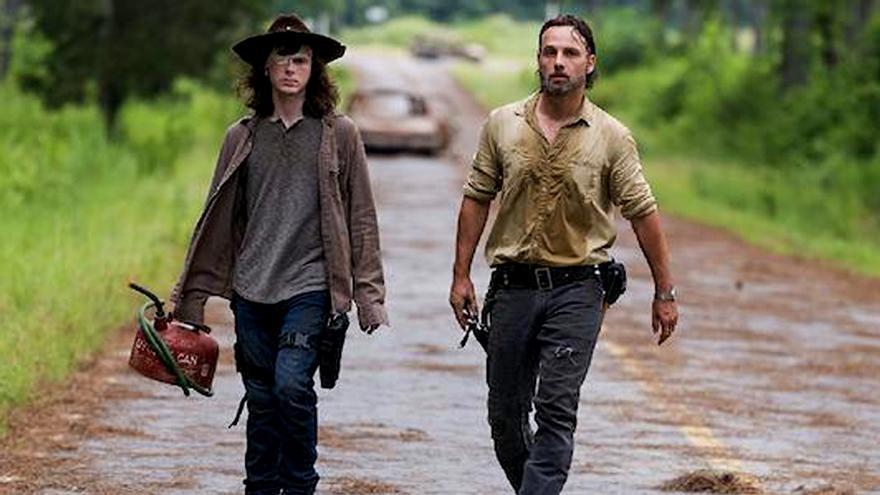 """The Walking Dead 8x08 Review: """"Sobrevivir a esta noche"""""""