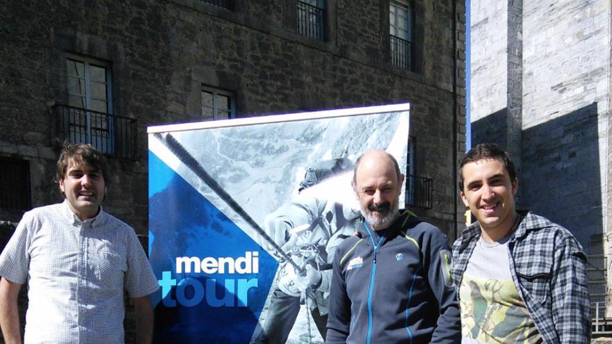 Jabi Baraizarra (Director del Bilbao Mendi Film Festival), Ibai Iriarte (Alcalde de Tolosa) y Mikel Sarasola (Piragüista y Realizador del cortometraje ganador del Concurso de Cortos del Ayto de Tolosa 2015).