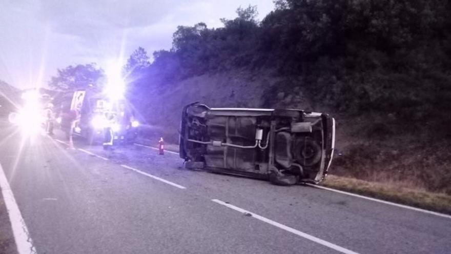 Cuatro heridos en una salida de vía en la N-240, a la altura de Yesa