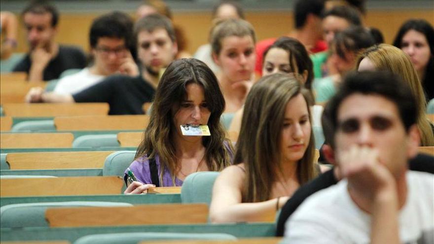 Estudiantes de la Universitat Pompeu Fabra, en Barcelona. / EFE