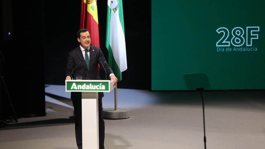 El presidente de la Junta de Andalucía, Juanma Moreno, toma la palabra después del acto de entrega del título de Hijo Predilecto y las Medallas de Andalucía que concede el Gobierno andaluz con motivo del Día de Andalucía.