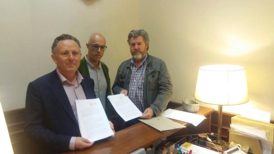 Julià Álvaro (centro) con Enric Bataller (izquierda) y Juantxo López