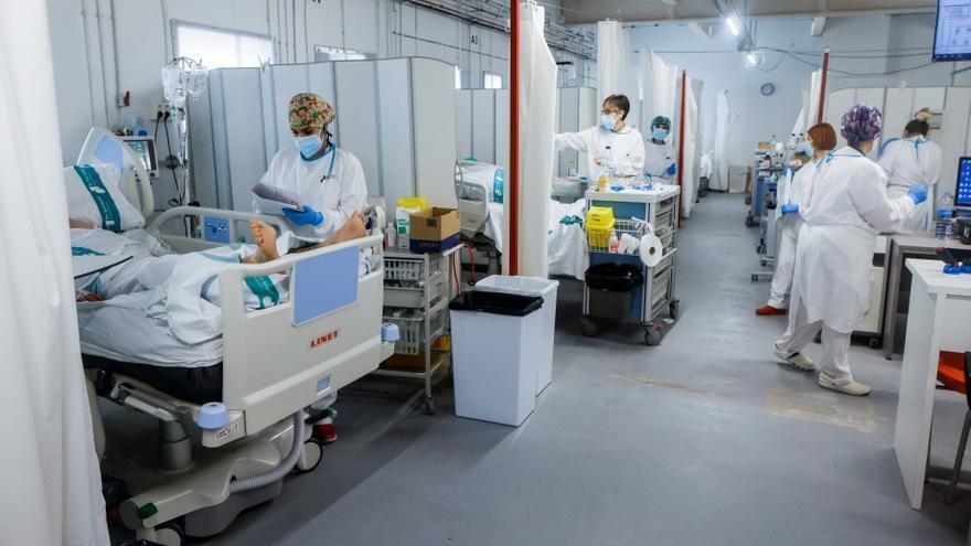 Cataluña suma 1.524 contagios en un día, 23 muertos y 3 ingresos más en la UCI
