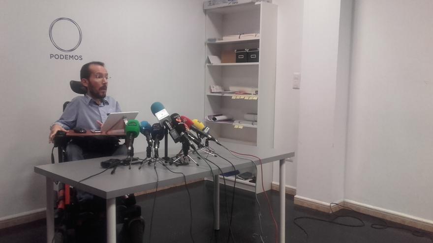 Pablo Echenique en rueda de prensa en la sede del partido en Zaragoza.