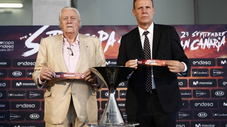 El exjugador del Real Madrid, Emiliano Rodríguez, y el director de operaciones del Herbalife Gran Canaria, Juan Ramón Marrero.
