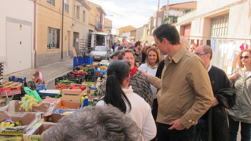 Sánchez acude con su dirección a uno de los pueblos más afectados por las crecidas del Ebro