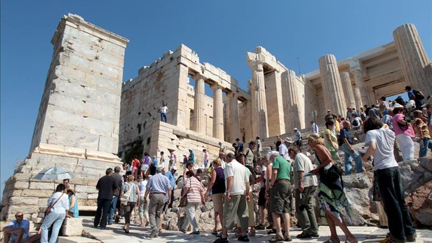 Llegadas e ingresos turísticos aumentaron en Grecia pese a los controles de capital