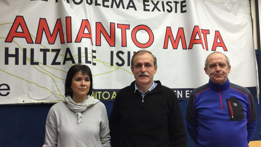 Los portavoces de Asviame Mamen Sarriegui, Jon García y Patxi Kortazar.