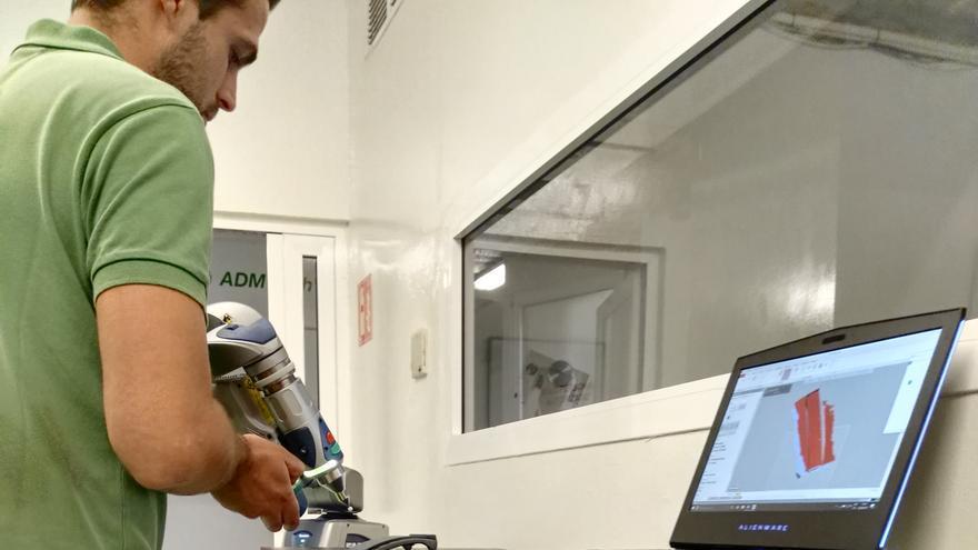 Digitalización de una pieza con el escáner móvil de la empresa ADM Tech, para su posterior reproducción