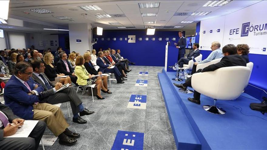 Soria prevé que España terminará 2015 con récord de 68 millones de turistas