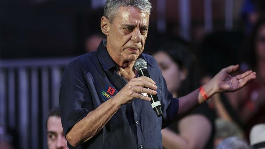 El cantautor y escritor brasileño Chico Buarque gana el Premio Camoes 2019