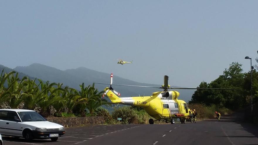 Maniobra de aterrizaje de los helicópteros de la BRIF que participaron en el ejercicio. Foto: BOMBEROS LA PALMA.