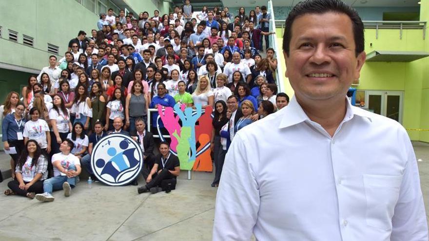 Canciller salvadoreño invoca a jóvenes a integrarse sin perder sus raíces
