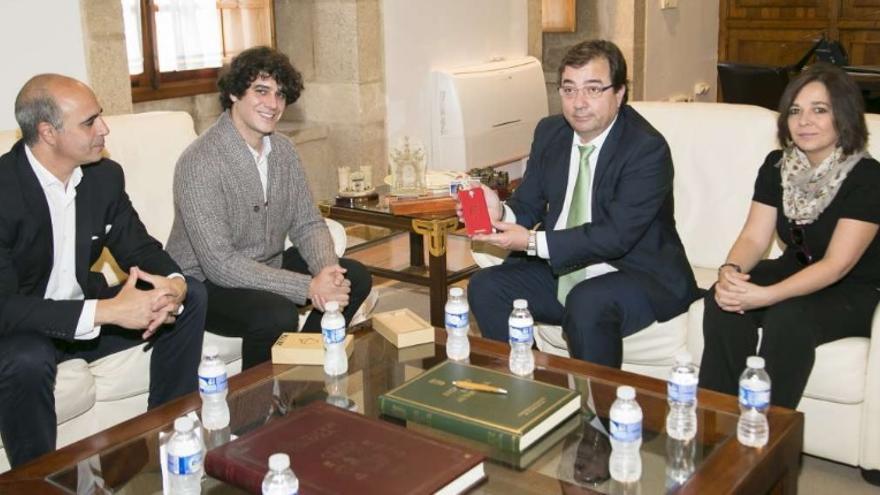 Luego diréis que nunca me meto con Extremadura - Página 2 Junta-Extremadura-Guillermo-Fernandez-Smartphone_EDIIMA20161016_0316_5