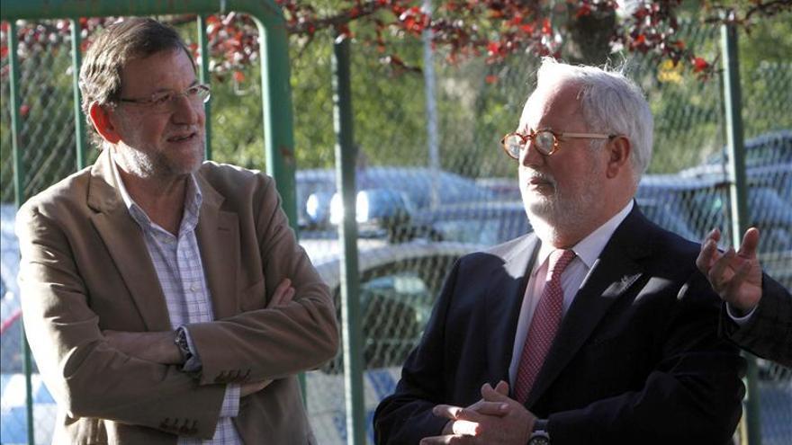 """Rajoy arropa a Cañete en Galicia con el mensaje de que España va """"mejor"""""""