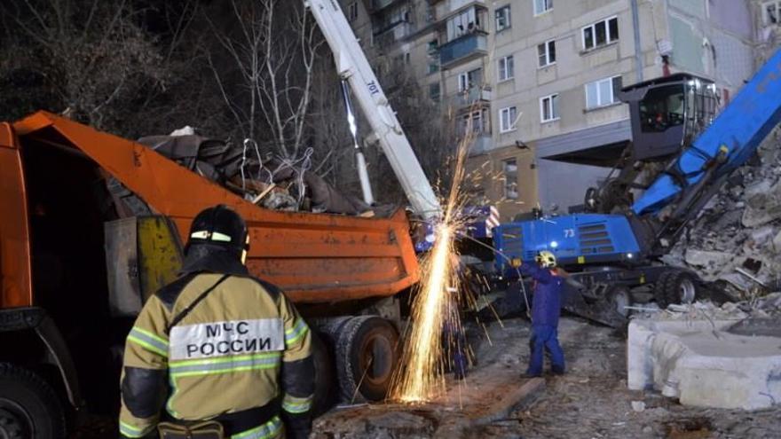 Se elevan a 14 los muertos en el derrumbe de un edificio en los Urales