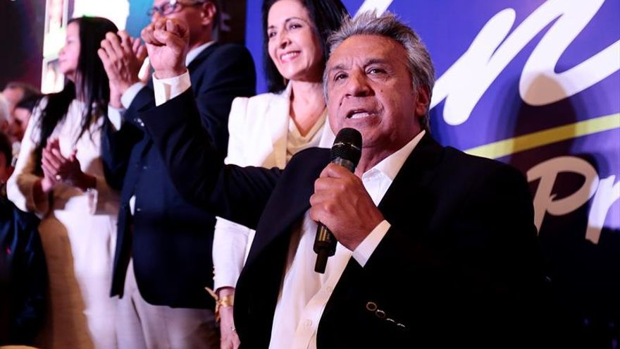 Moreno lidera escrutinio en Ecuador, con incertidumbre sobre segunda vuelta