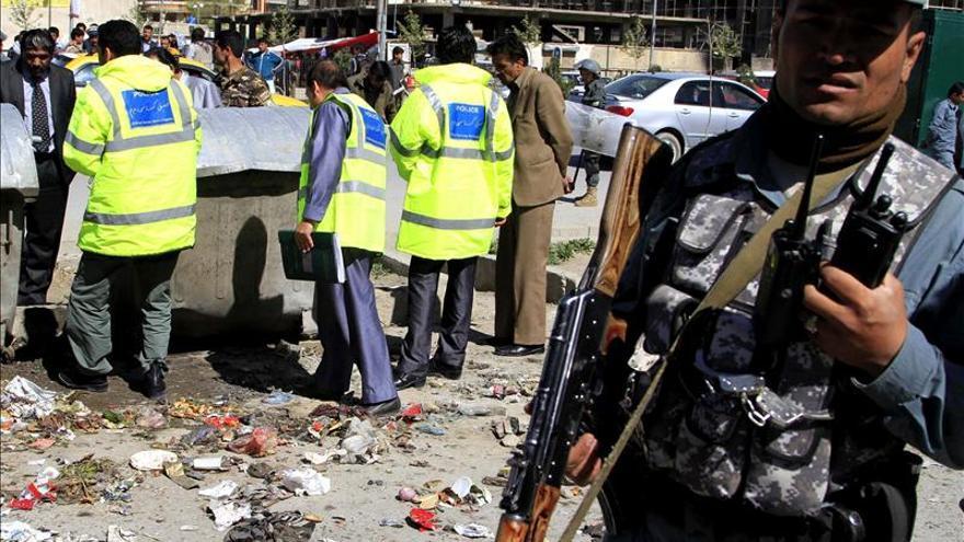Mueren 10 civiles y otros 12 resultan heridos por una explosión en Afganistán