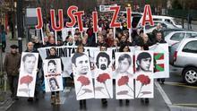 Miles de personas exigen en Vitoria justicia por el 3 de marzo 1976