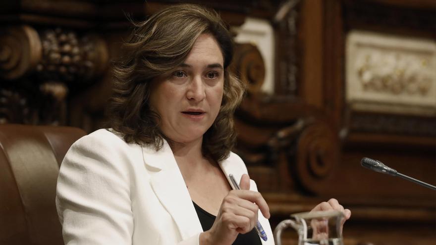 La alcaldesa de Barcelona, Ada Colau, durante un pleno en el Ayuntamiento.