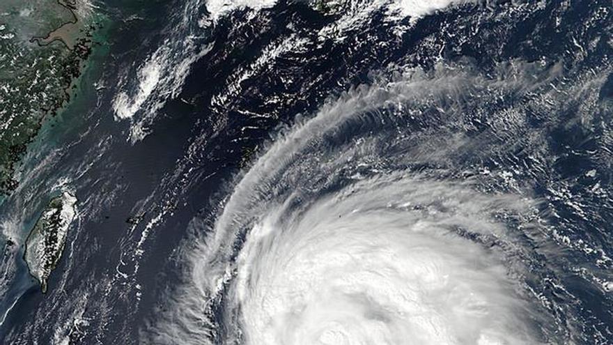 Taiwán cancela vuelos y se prepara ante la inminente llegada del tifón Megi