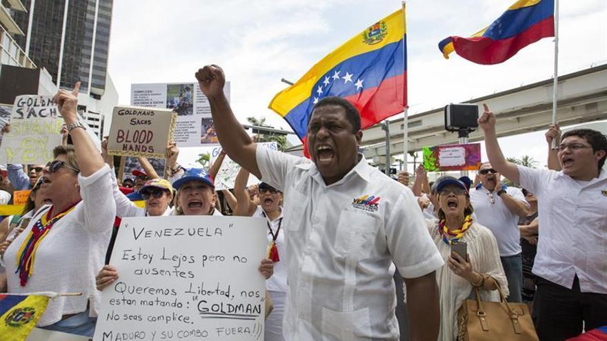 Exiliados venezolanos piden a la Eurocámara que sancione cuanto antes a Maduro