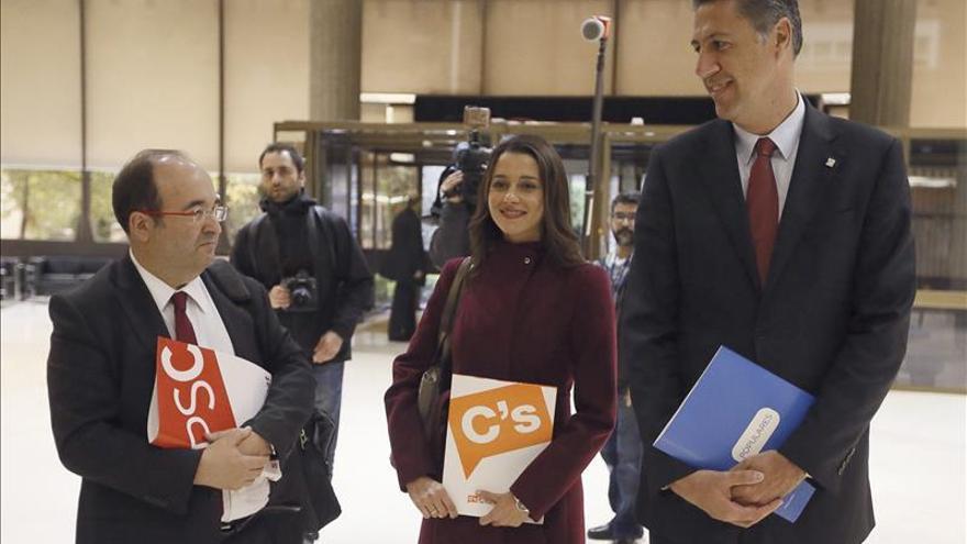 Arrimadas, Albiol e Iceta mantienen reuniones a varias bandas en el Parlament