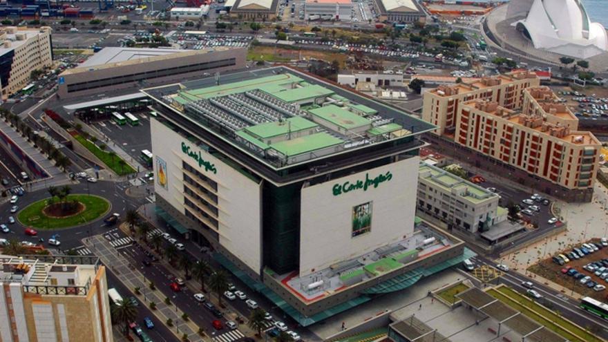 El Corte Inglés de la avenida santacrucera de Tres de Mayo, con la plaza anexa debajo de la que están los aparcamientos