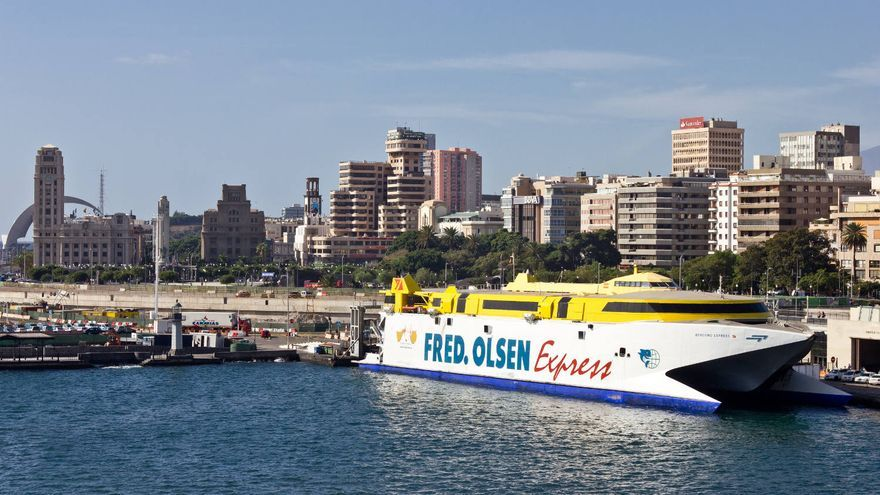 Visión parcial de Santa Cruz de Tenerife desde el puerto.