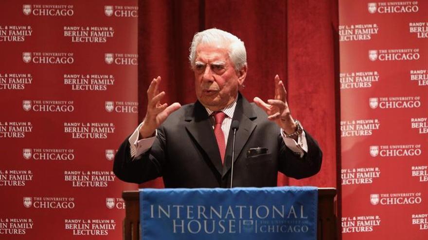 """Vargas Llosa dice que """"La ciudad y los perros"""" le ayudó a descubrir su vocación"""