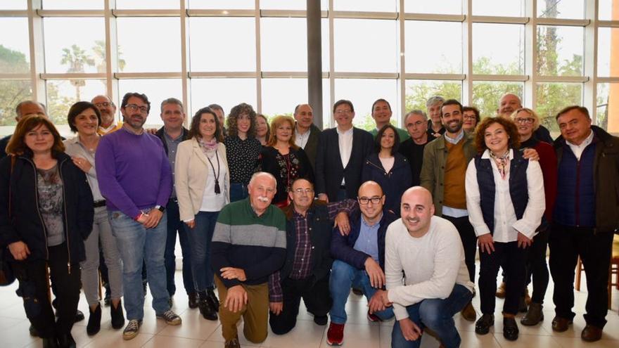 Ximo Puig y otros dirigentes, en Castelló de Rugat con militantes socialistas de la Vall d'Albaida.
