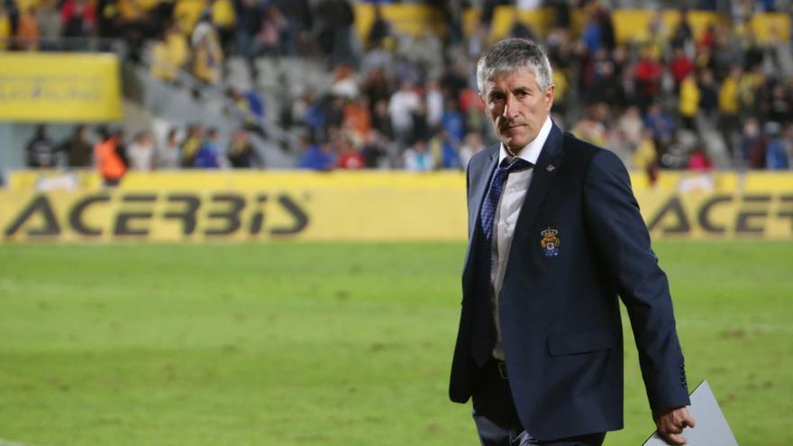 El entrenador de la UD Las Palmas, Quique Setién, durante el encuentro frente al Betis en el Estadio de Gran Canaria.