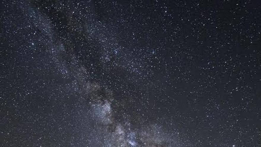 Segundo premio en el apartado 'Paisaje astronómico desde La Palma'. Título: Mirando al universo. Autor: Sergi Luque.