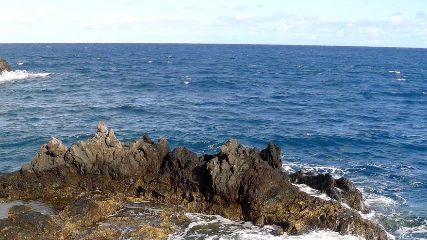 Vista parcial de la estación de cazoletas de la Punta de la Garza (Fuencaliente) vinculada a los equinoccios.