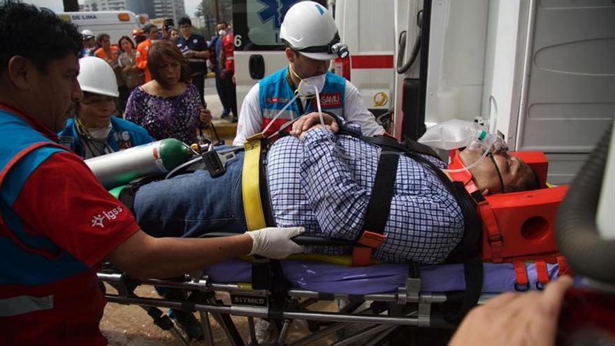 Al menos cuatro muertos en un incendio en un turístico centro comercial de Lima